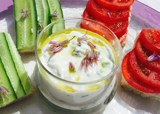So pretty, these little purple flowers add pops of mild Chive flavour to this delicious fresh Yogurt Cheese